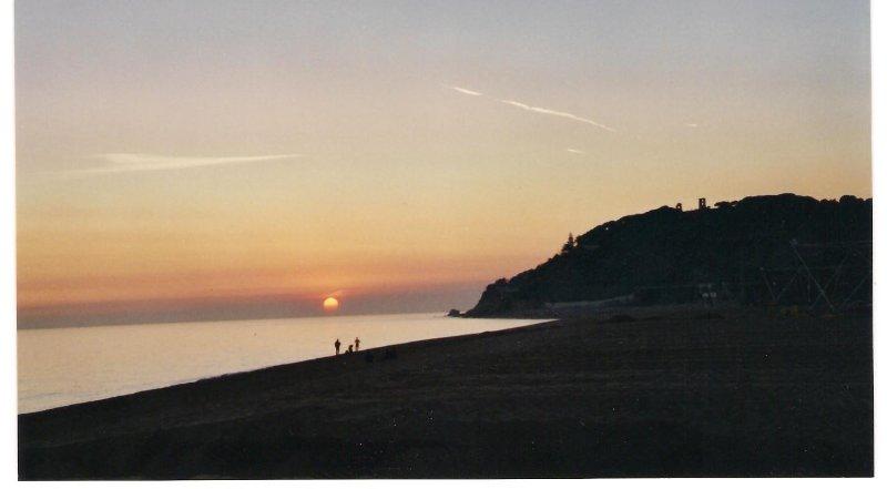 Puesta de sol en playa de Garbí.