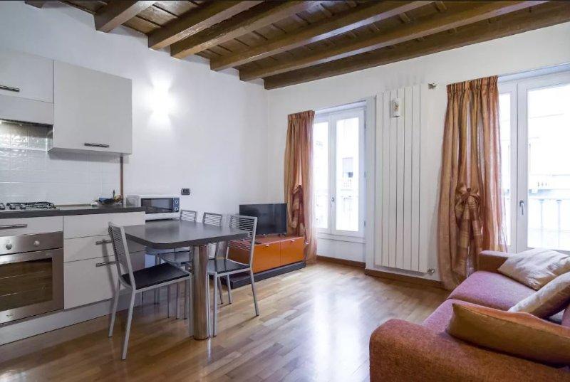 Bergamo center (P.za Pontida) in HISTORIC BUILDING, vacation rental in Mozzo