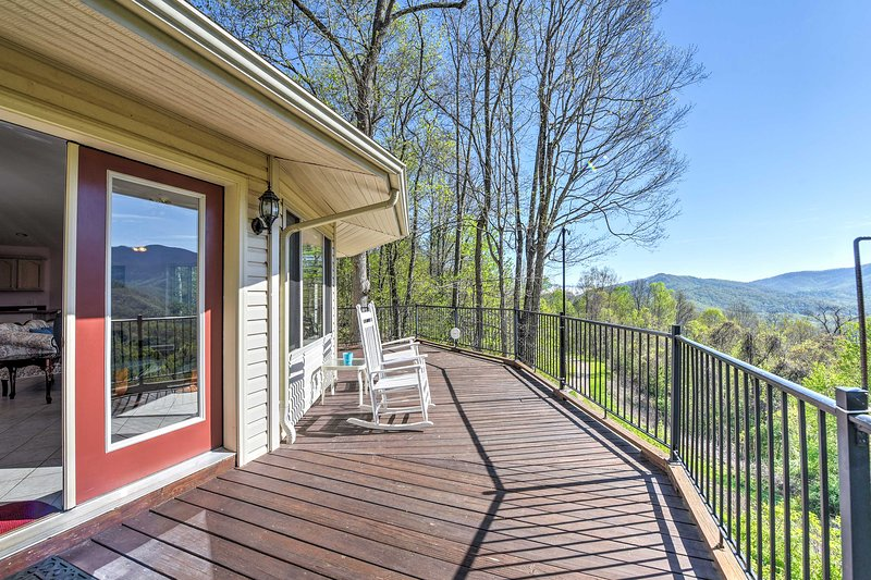Charming Burnsville Apartment w/ Stunning Views!, holiday rental in Burnsville