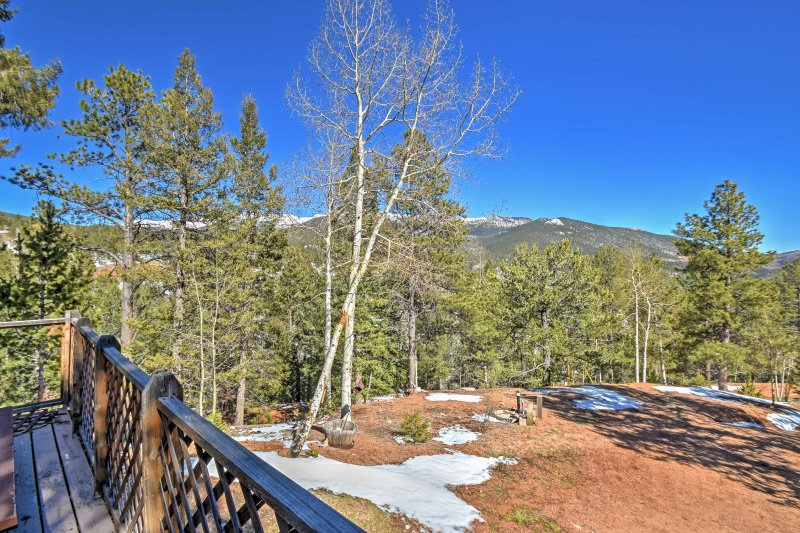 Retreat to 'Evergreen Cottage' a 2-bedroom, 1-bath vacation rental cabin in Divide, Colorado.