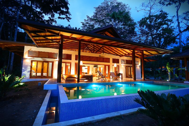 Zen Villa. Luxury Balinese style villas, location de vacances à Cocles