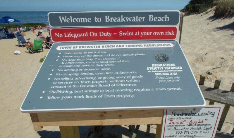 3-4 minute walk to Breakwater Beach!