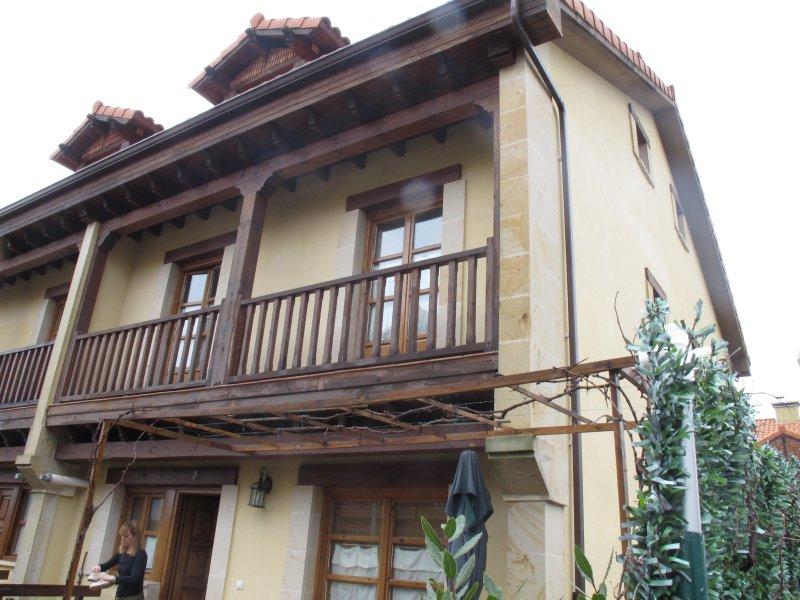 Casa en Pechon con jardín y 3 habitaciones, holiday rental in Pesues