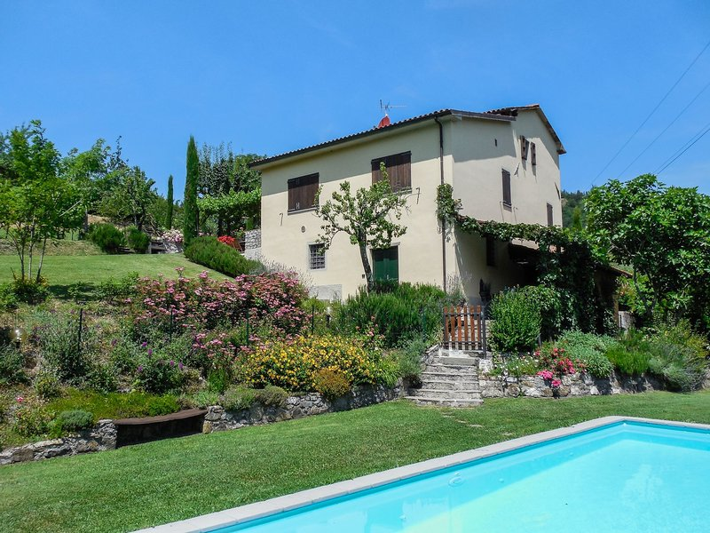 Just relax in these mature well kept gardens with your private pool overlooking the mountains