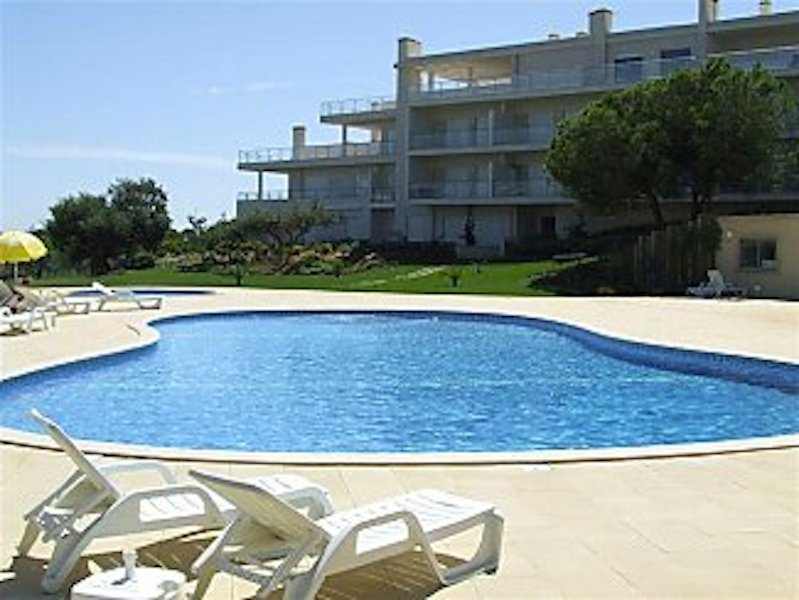 Luxury apartment in peaceful location,  fabulous local beaches, minutes from bustling Albufeira Town