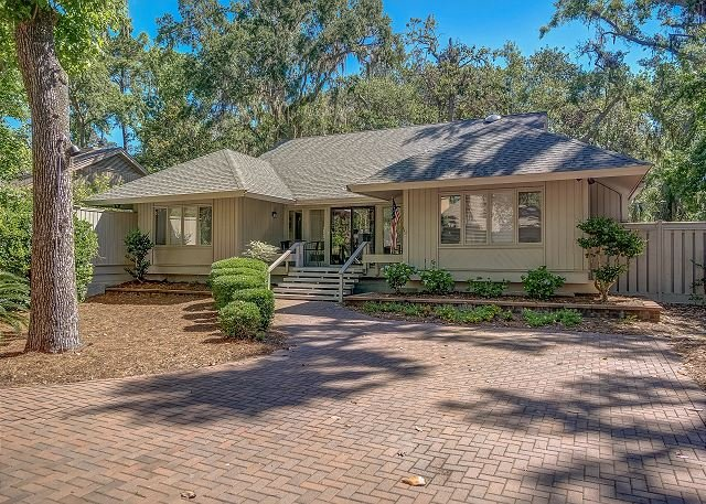 Spacious Dog Friendly Home, Fenced Yard, Free Bikes, Pool, 12 Fern Court, vakantiewoning in Hilton Head