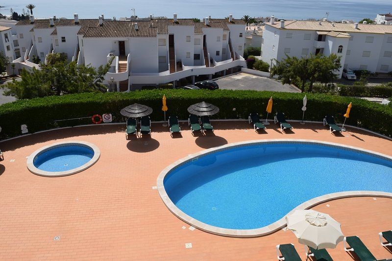 2 Bedroom Apartment With Sea Views, holiday rental in Espiche