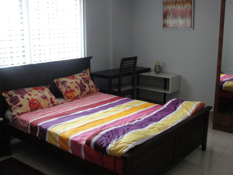 2 Bedroom fully-furnished home with best of the furnishings done by Urbanladder, alquiler vacacional en Bangalore