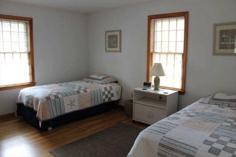 Another bedroom with twin beds