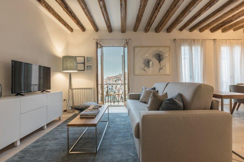 Canaletto - canal view apartment, aluguéis de temporada em Cidade de Veneza