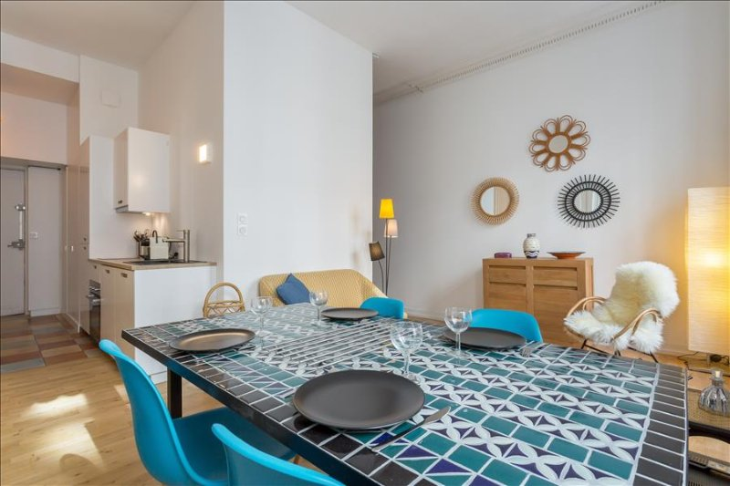 Patchwork -appartement calme- quartier Ainay, holiday rental in Oullins