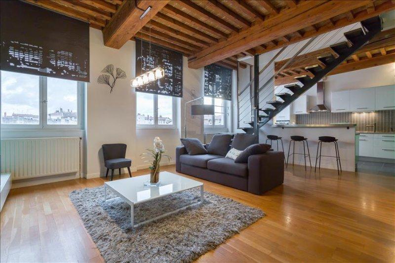 Loft Croix Rousse - Location T3 - Lyon 4, vacation rental in Couzon-au-Mont-d'Or