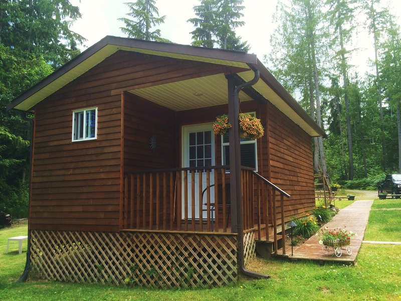 Country Cottage on a Hobby Farm, holiday rental in Qualicum Beach
