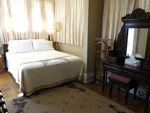 Ace Of Hearts Bed and Breakfast - Pearl Room, vacation rental in Youngstown