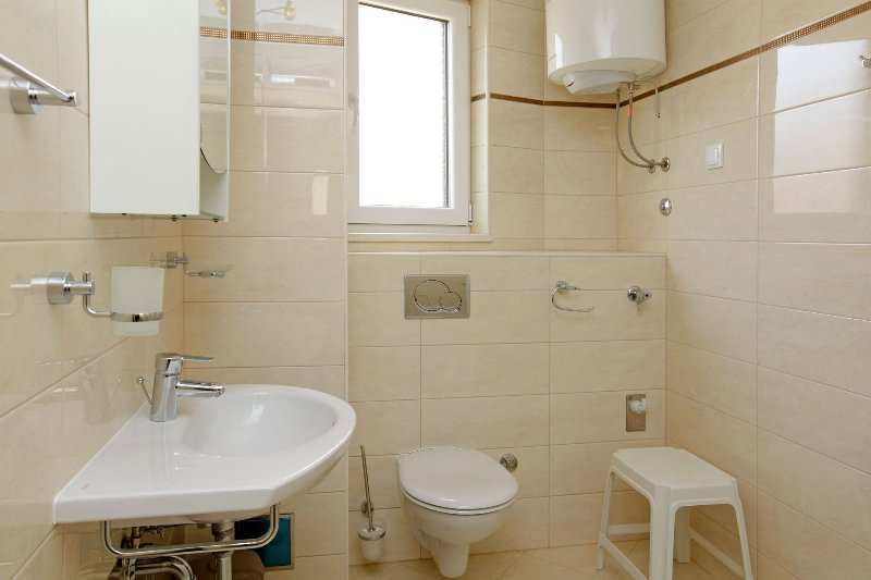 Zor3 (2+2): bathroom with toilet