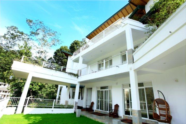 Sunlit Villa, holiday rental in Kurunegala