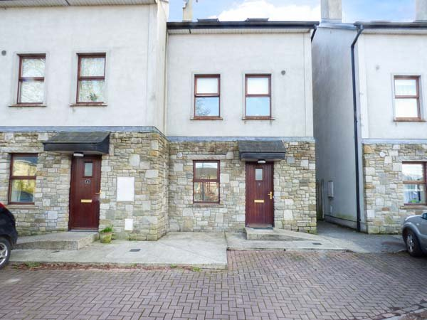AISLING, end-terrace, open fires, river views, in Foxford, Ref 956830, holiday rental in Swinford