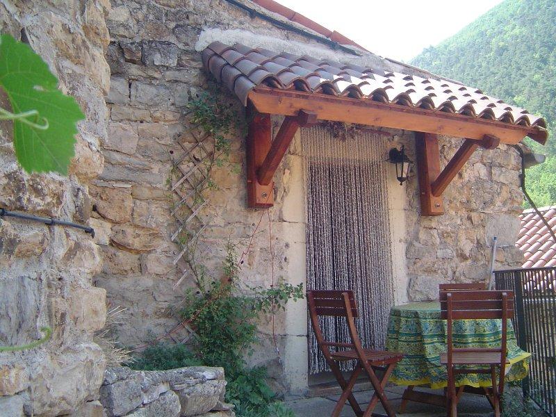 Le petit mas - authentieke 'maison des causses', aluguéis de temporada em La Roque-Sainte-Marguerite
