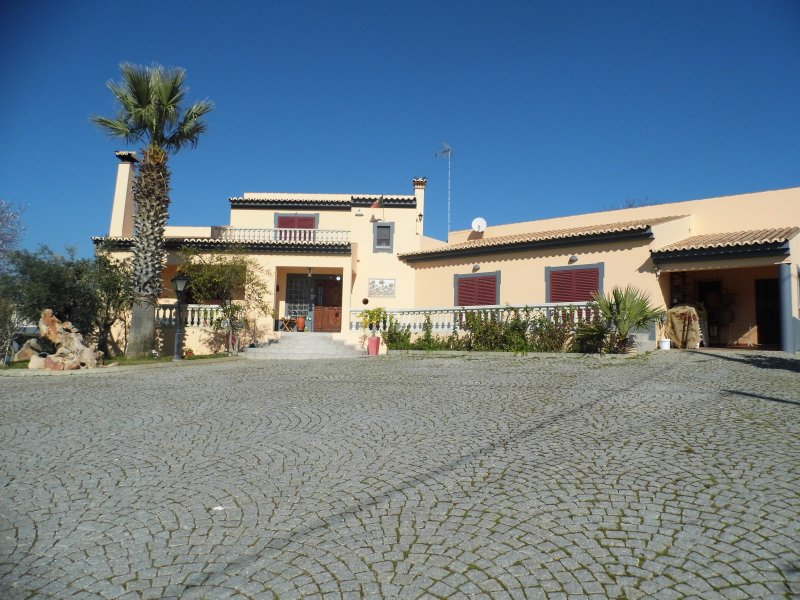 Casa Cerdeira in Quelfes, holiday rental in Olhao