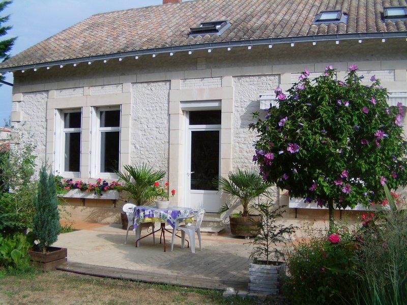 Chambres d'Hôtes proche Royan, vacation rental in Chenac-Saint-Seurin-d'Uzet