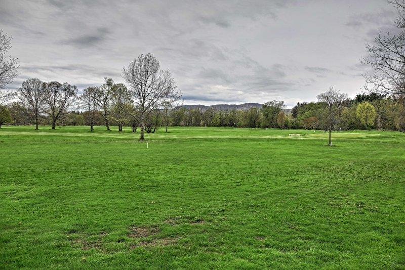 Situado en la Stockbridge campo de golf, tiene fácil acceso a 18 hoyos.