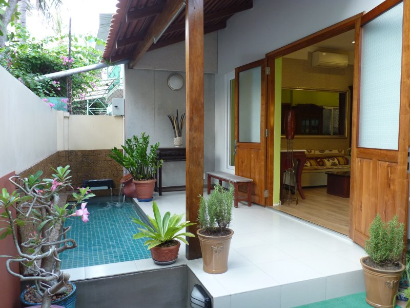 Private house in quite & green space - one block from sea, holiday rental in Nha Trang