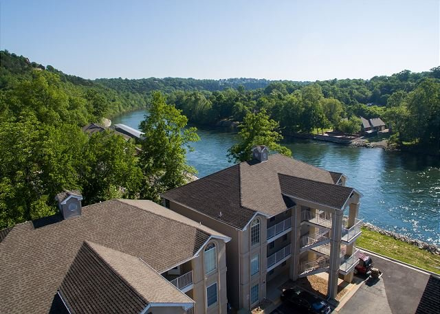 Fort Taneycomo - Updated 2 bed/2 bath condo located at Fall Creek Resort!, holiday rental in Branson