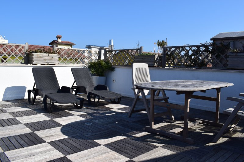 Bilocale Attico con vasca idromassaggio a 150 metri dal mare a Cesenatico, vacation rental in San Mauro a Mare