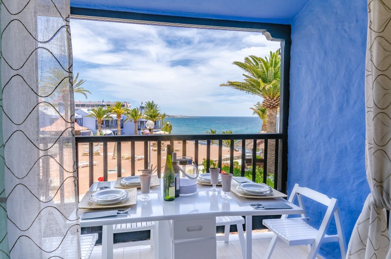 EXTRA LUXORY TWO BEDROOMS APARTMENT BEACHFRONT, alquiler vacacional en Gran Canaria