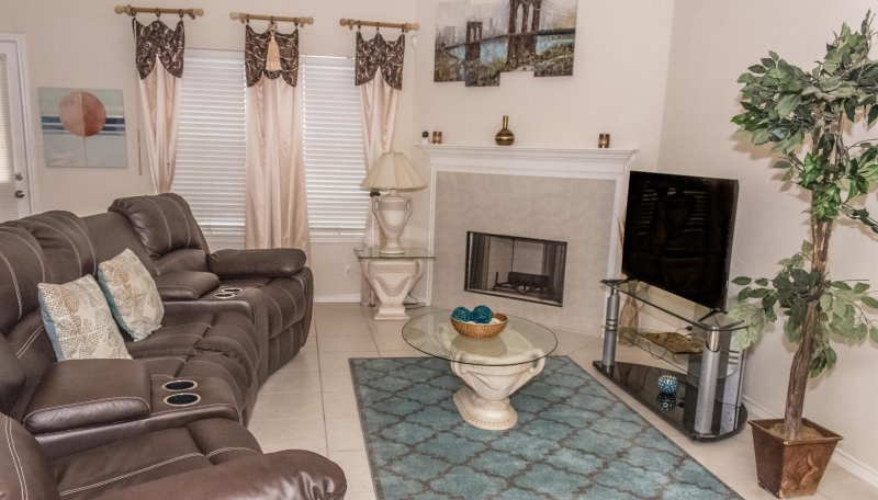 FULL HOME SA/NEARBY SEA WORLD/LACKLAND AFB/SIXFLAGS/ DOWNTOWN 15MINS, holiday rental in San Antonio