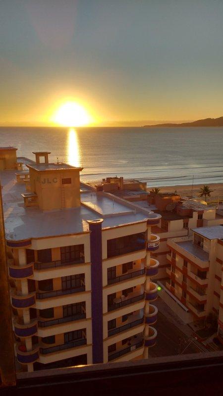 La salida del sol vista desde el balcón de la vivienda en julio de 2017