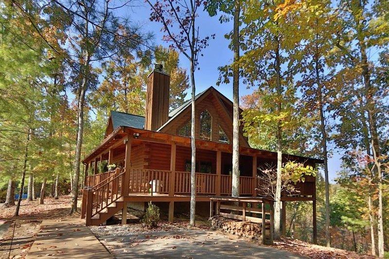 Exterior of Balsam Mist Lodge