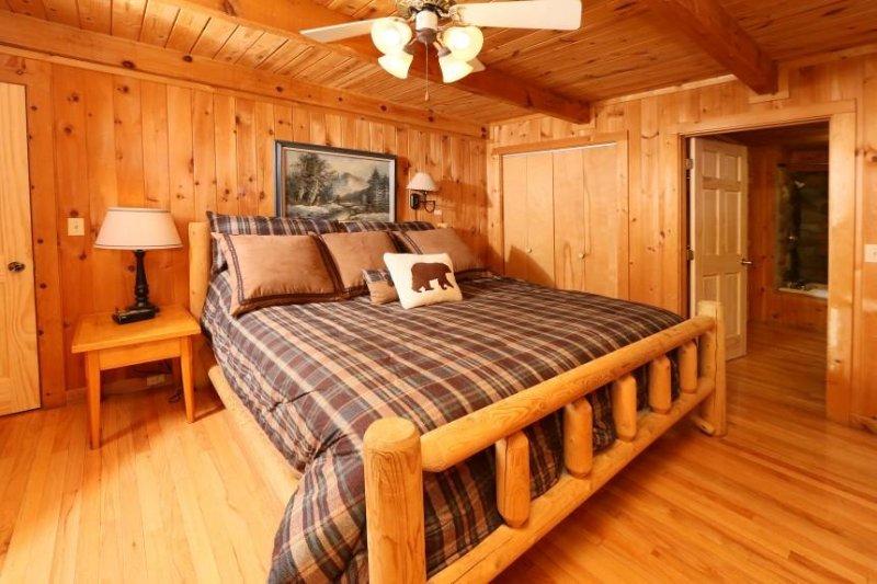 Main Floor camera con letto matrimoniale