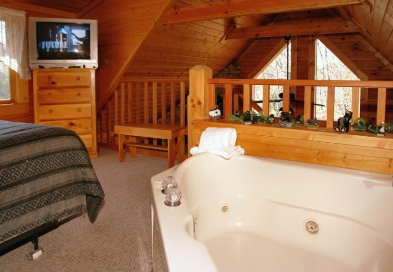 Large Jacuzzi Tub in Upstairs Loft