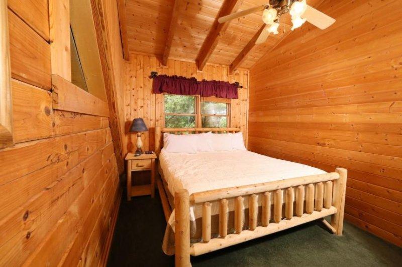 En trappa upp sovrum med dubbelsäng