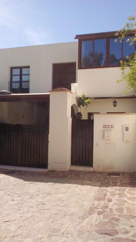 duplex en san jose urbanizacion privada a 300 mt de la playa con piscina y parking en la puerta