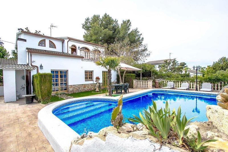 Catalunya Casas: Lovely villa in Castellet, only 10 min to Costa Dorada beaches!, vacation rental in L'Arboc