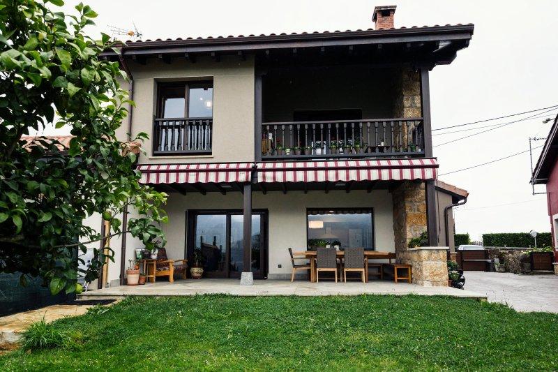 CASA GERMANA (Cezosu, Nava, Asturias), vacation rental in Campiellos