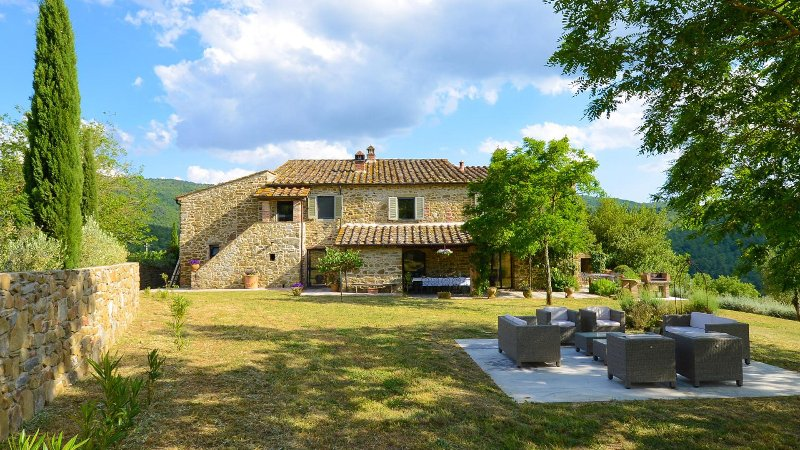 Villa with private pool in the heart of Tuscany, vakantiewoning in Pergine Valdarno
