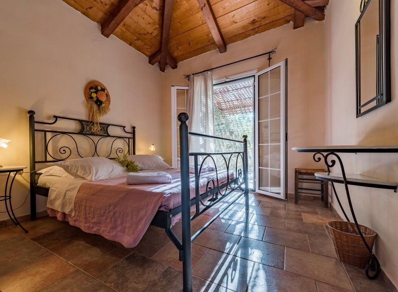 VILLA BOUGAINVILLEA (ILYESSA COTTAGES), vacation rental in Kypseli