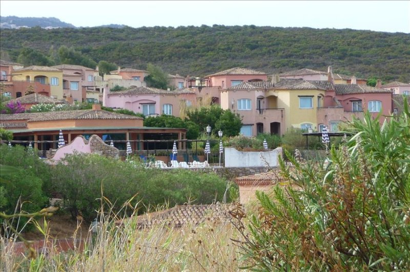 Nice Cottage Apartment , Only 5 min Walk To Beach, holiday rental in Isola Rossa