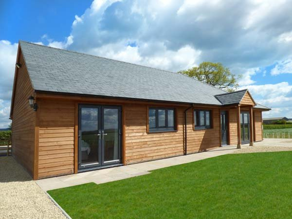 RECTORY FARM VIEW, ground floor, WiFi, air source underfloor heating, master, vacation rental in Castle Cary