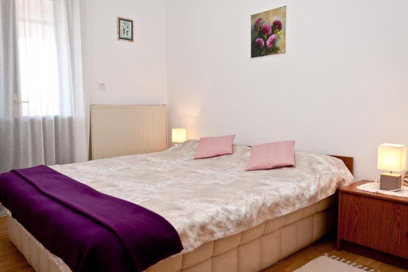 A3 prvi kat do ulice (2+1): bedroom