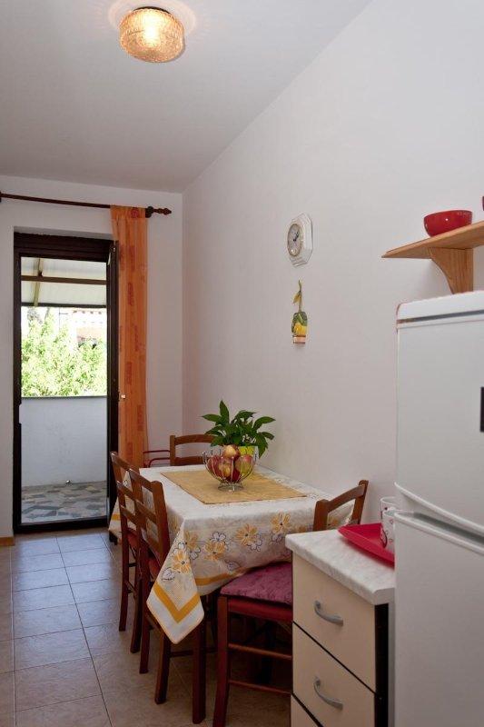 A4 prvi kat do vrta (4): dining room