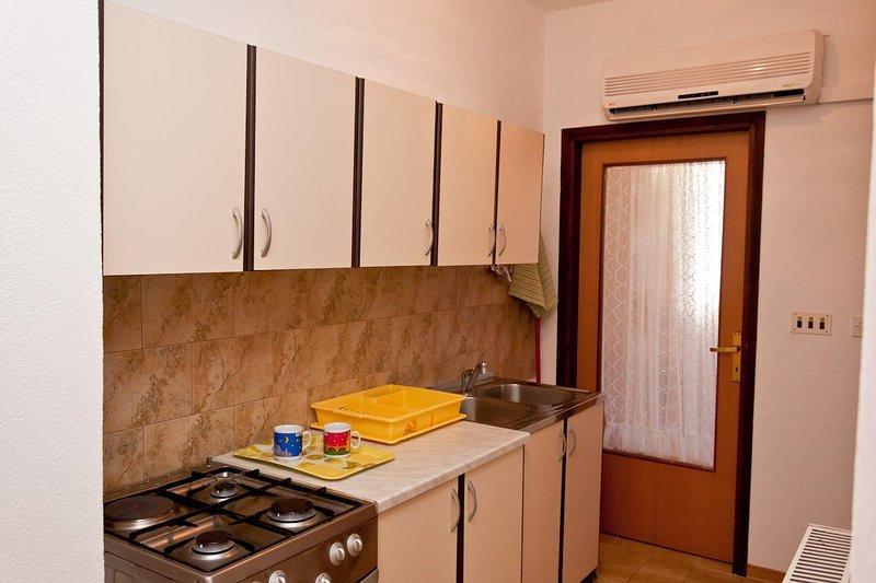 A4 prvi kat do vrta (4): kitchen