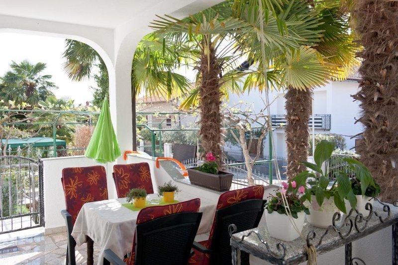 A5(2+2): terrace