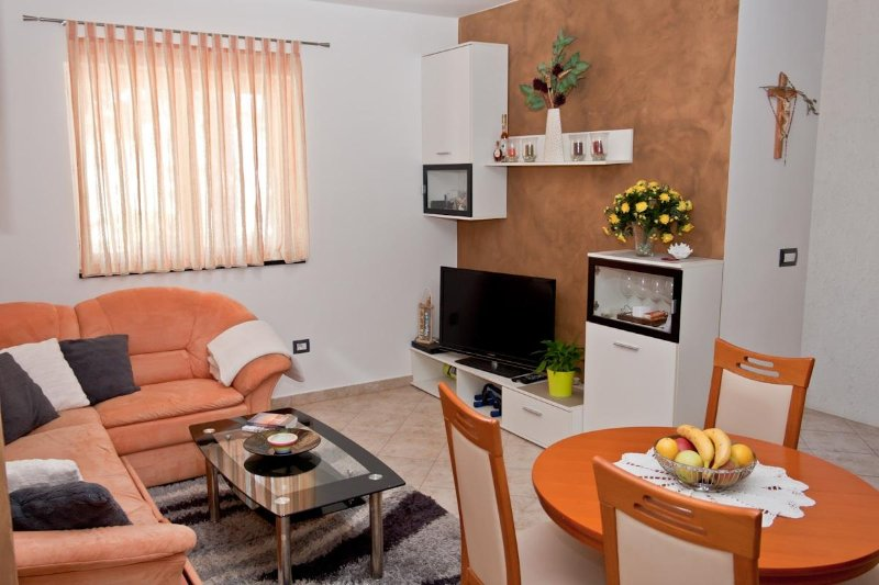 A5(2+2): living room