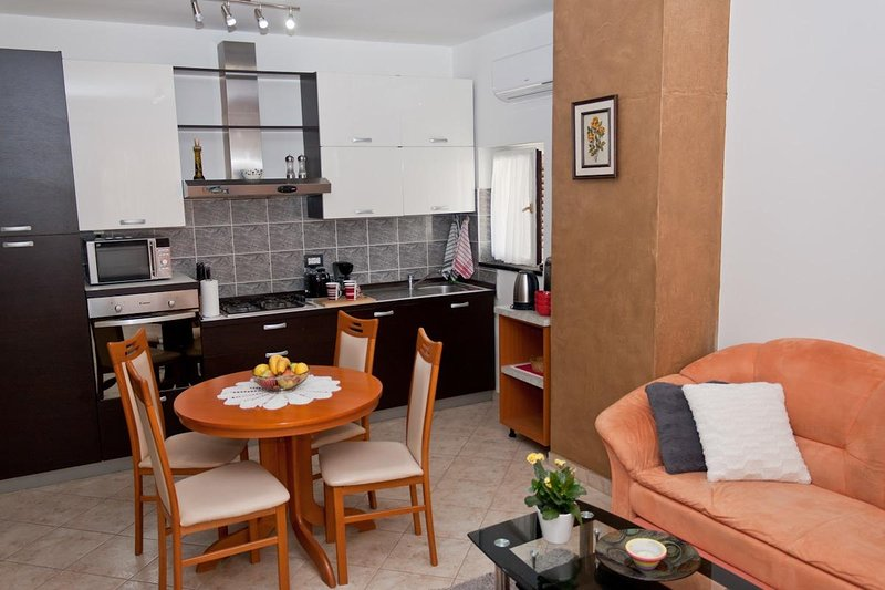 A5(2+2): kitchen and dining room