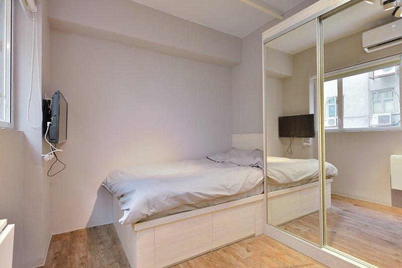 Wing Lok 78 Luxury Studio *2A, vacation rental in Shenzhen