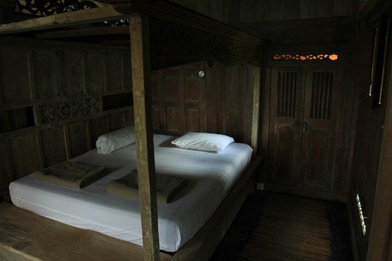 Chambre à coucher / lit en bois de Madura